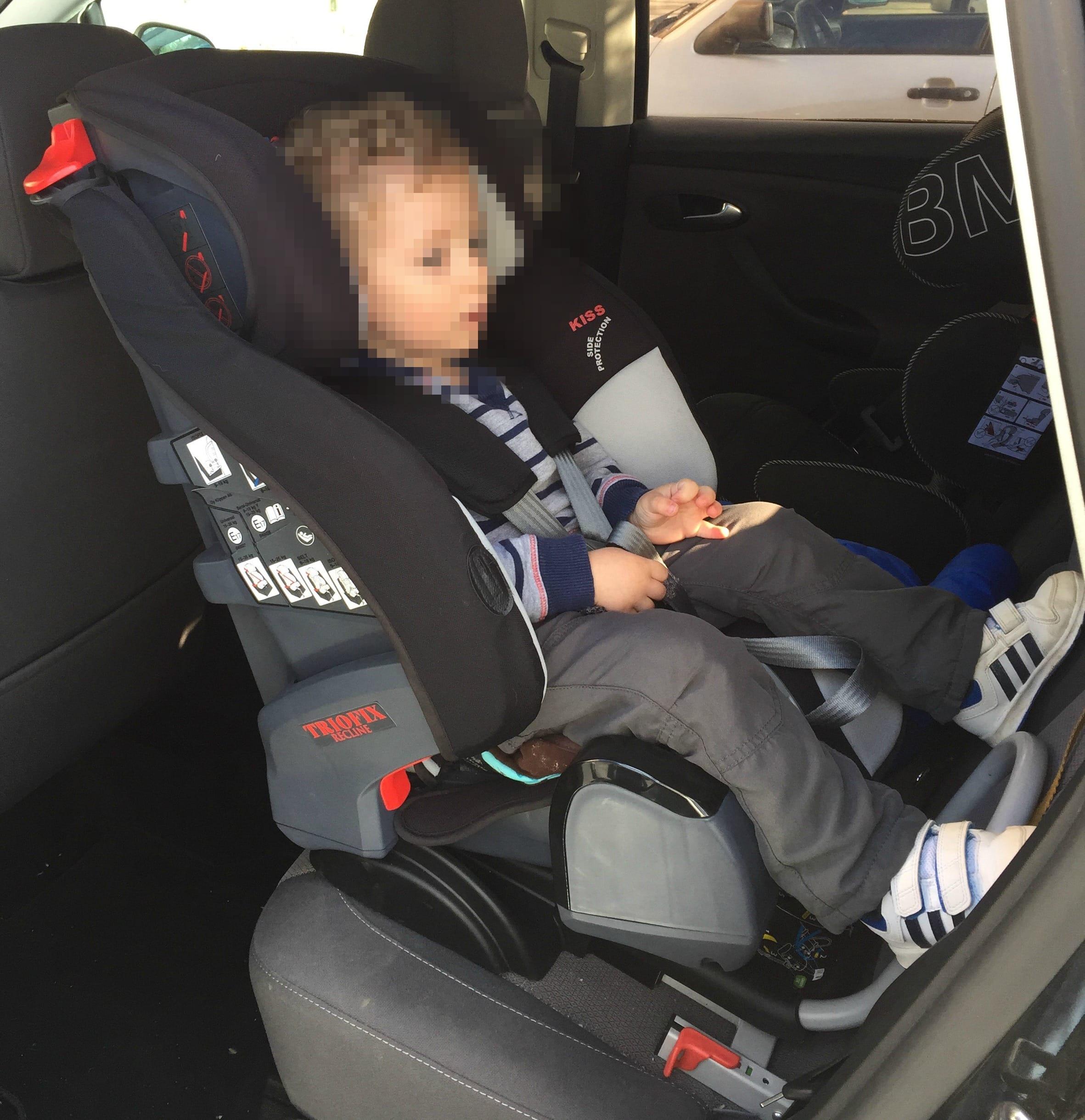 Viajar en coche en una silla a contramarcha con 3 años y 9 meses es posible (y lo más seguro)