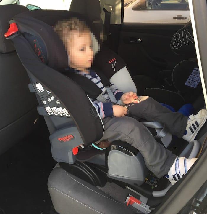 viajar en coche en una silla a contramarcha con 3 a os y 9
