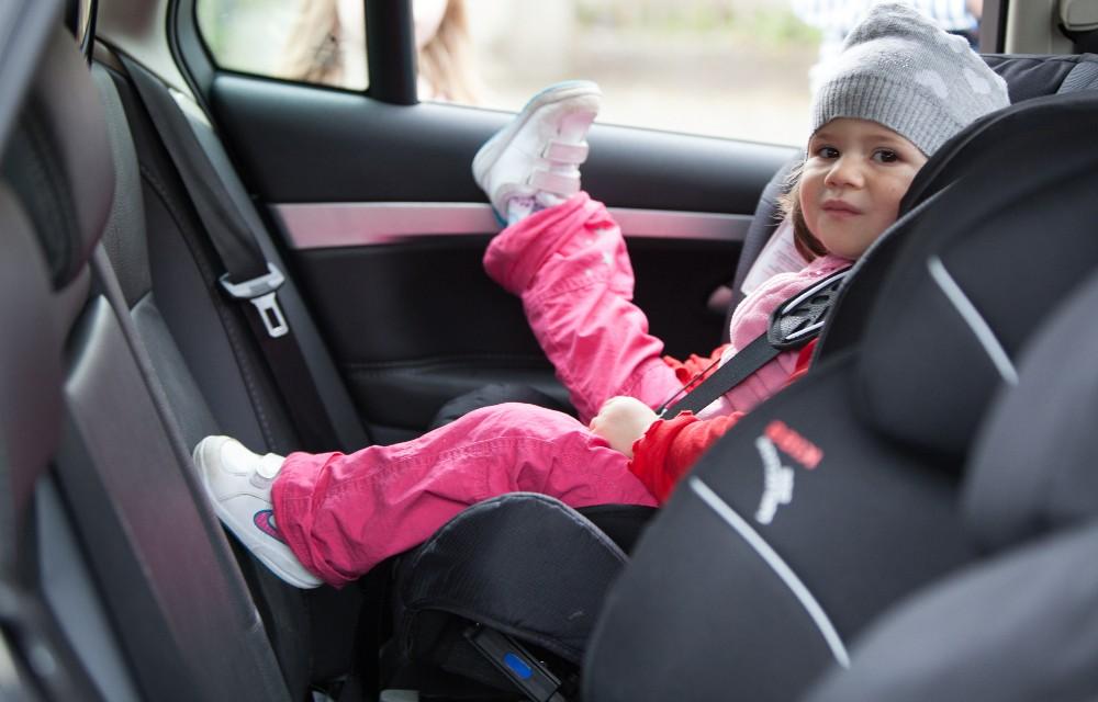 Las sillas de coche a contramarcha son la opci n m s for Sillas para bebes coche