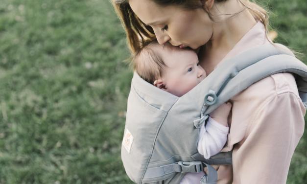 Ergobaby Adapt, la primera mochila portabebés evolutiva y sin cojín de Ergobaby