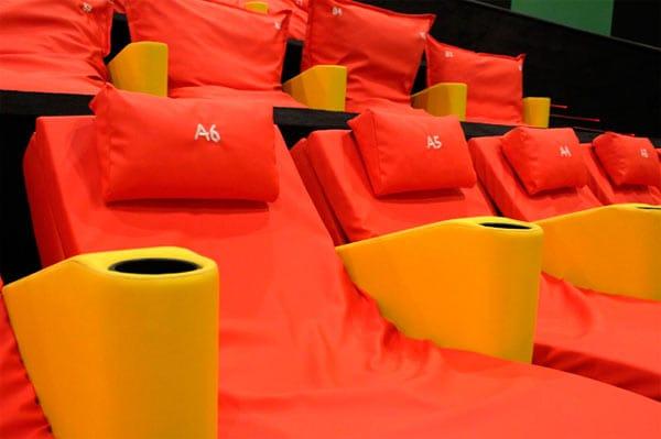 Sala Junior Yelmo Cines detalle hamacas y cojines
