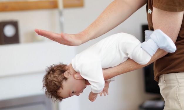 Atragantamiento en niños: la maniobra de Heimlich puede salvarle la vida