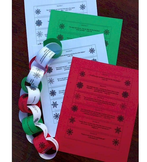 Calendario de Adviento con cadeneta de papel con mensajes