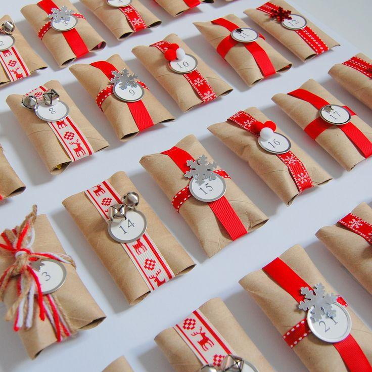 Calendario de Adviento de paquetitos planos hechos con rollos de papel higiénico