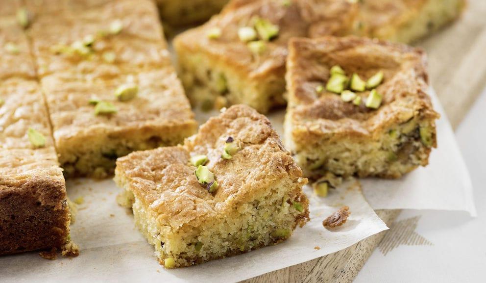 Brownie de chocolate blanco con pistachos: receta fácil para niños