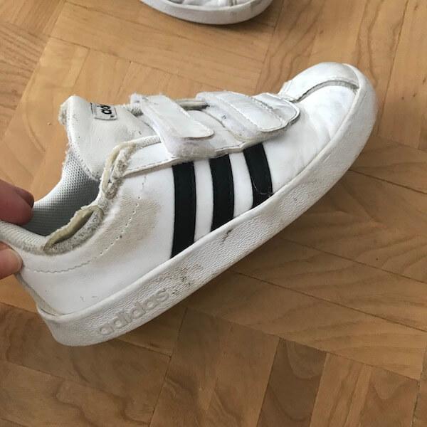 Zapatillas Adidas de niño destrozadas