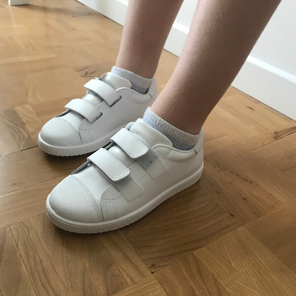 Zapatillas escolares deportivas Mimao con velcro