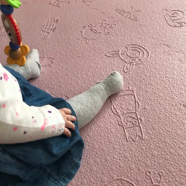 Lü Babymats alfombra infantil acolchada (detalle bebé)