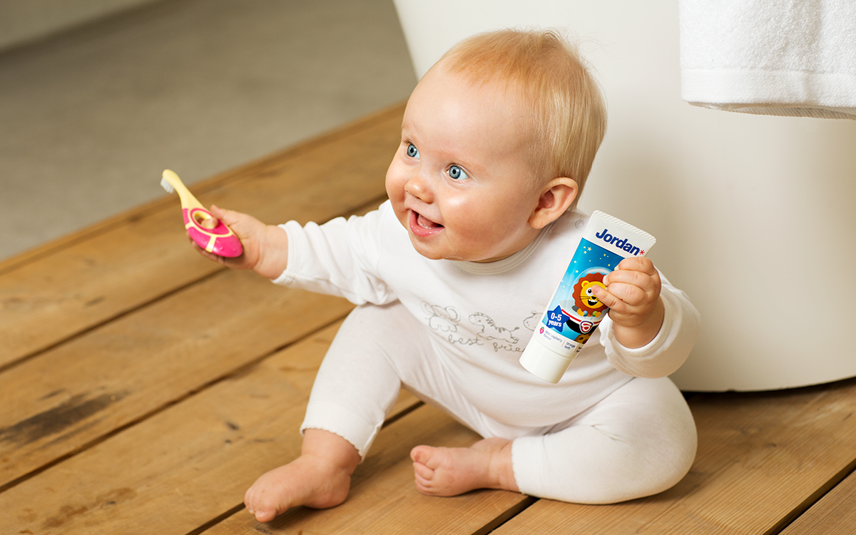 Cuándo Y Cómo Empezar A Cepillarle Los Dientes A Tu Bebé