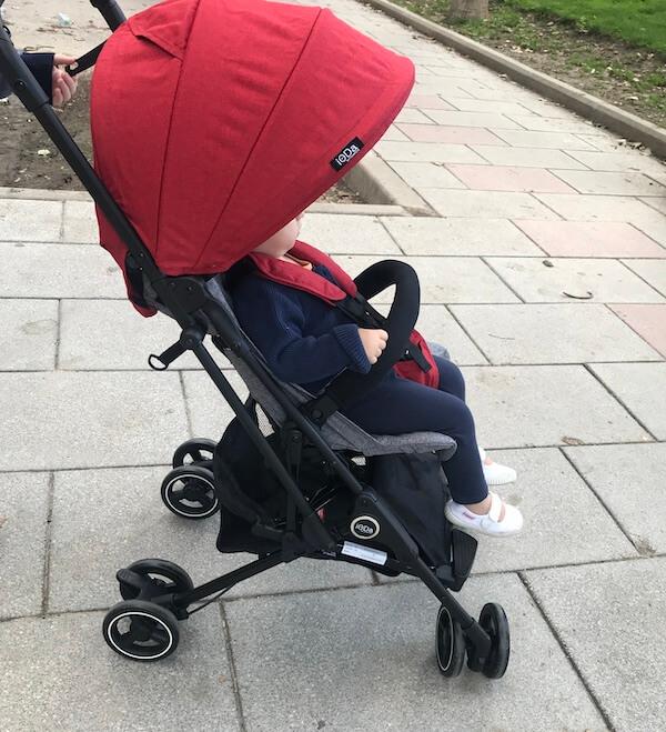 Ioda silla de paseo de Olmitos - capota en uso